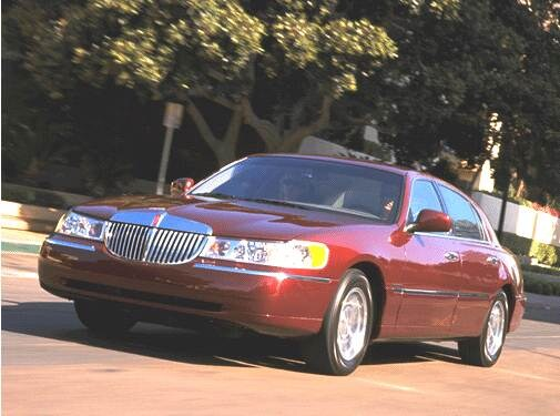 Most Popular Luxury Vehicles of 2001 - 2001 Lincoln Town Car