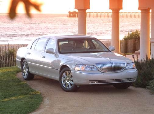 Most Popular Luxury Vehicles of 2003 - 2003 Lincoln Town Car