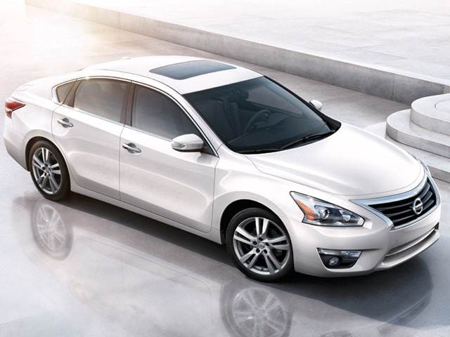 10 Most Comfortable Cars Under $30,000 (2015) - 2015 Nissan Altima