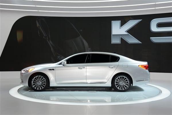 Cars For Sale Los Angeles >> 2015 Kia K900 - new range-topping sedan revealed in Los Angeles - Kelley Blue Book