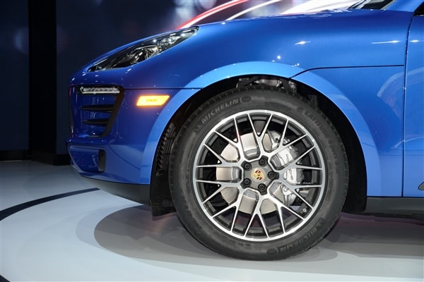 2015 Porsche Macan unveiled at the 2013 Los Angeles Auto Show 11