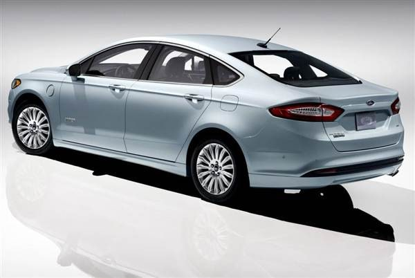 2013 Ford Fusion Energi First Review: Professional Plug-in 1