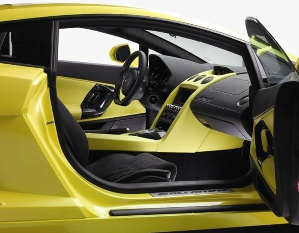2013-lamborghini-gallardo-lp-560-4-interior-detail-600-001