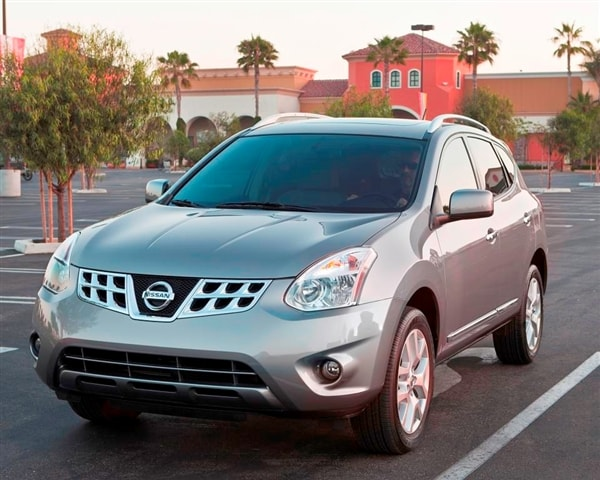 2013 nissan rogue will live on as the 2014 nissan rogue select kelley blue book. Black Bedroom Furniture Sets. Home Design Ideas