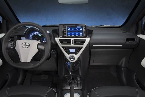 2013_scion_iq_ev_013-600-001