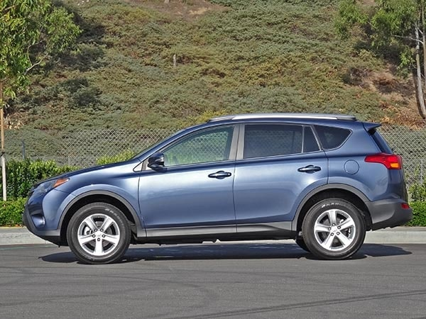 Toyota In Irvine >> 2014 Compact SUV Comparison: Toyota RAV4 - Kelley Blue Book