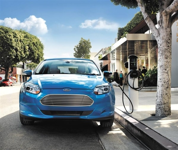 2014 ford focus electric gets 4 000 price cut kelley blue book. Cars Review. Best American Auto & Cars Review
