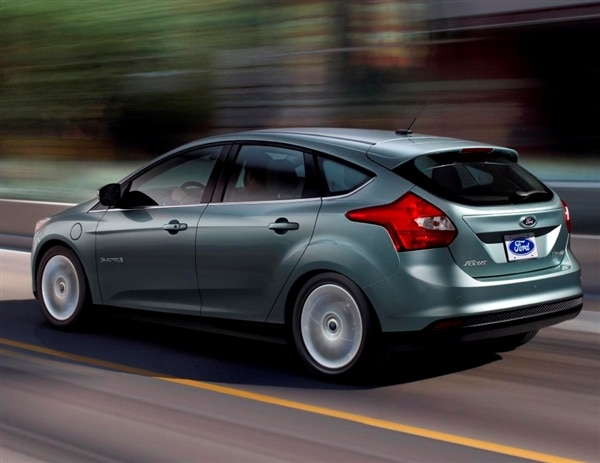 2014 ford focus electric gets 4 000 price cut kelley blue book. Black Bedroom Furniture Sets. Home Design Ideas
