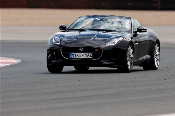 2014 Jaguar F-Type First Review: Driving the Future, Feeling the Past 3
