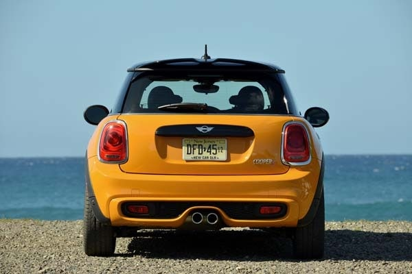 2014 Mini Cooper and Cooper S Hardtops First Drive: Still Playful, Strongly German 6
