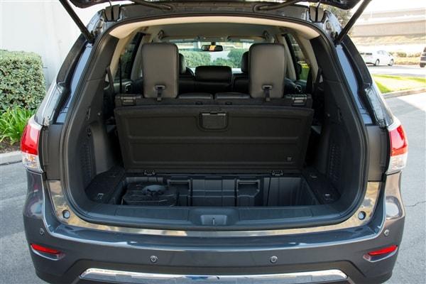 12 Best Family Cars: 2014 Nissan Pathfinder - Kelley Blue Book
