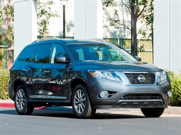 12 Best Family Cars: 2014 Nissan Pathfinder | Kelley Blue Book