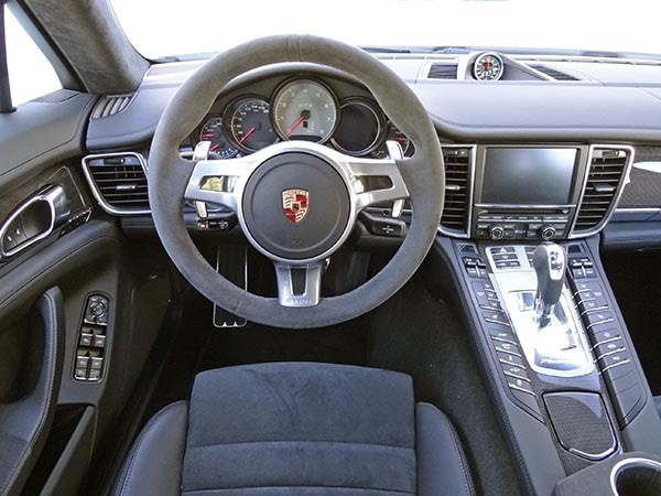2014 porshce panamera front right view 1 28