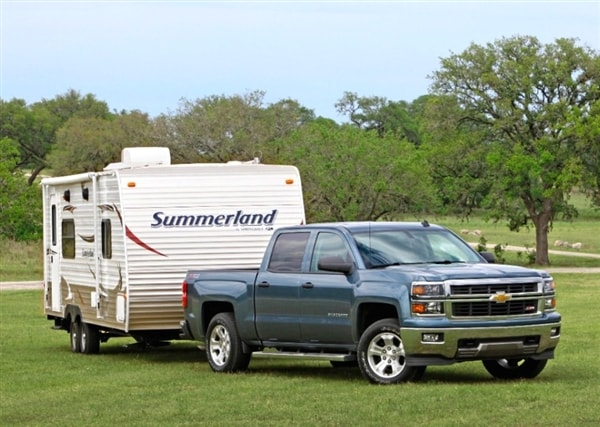 2014 chevy silverado and gmc sierra v6 tops in payload and towing kelley blue book. Black Bedroom Furniture Sets. Home Design Ideas