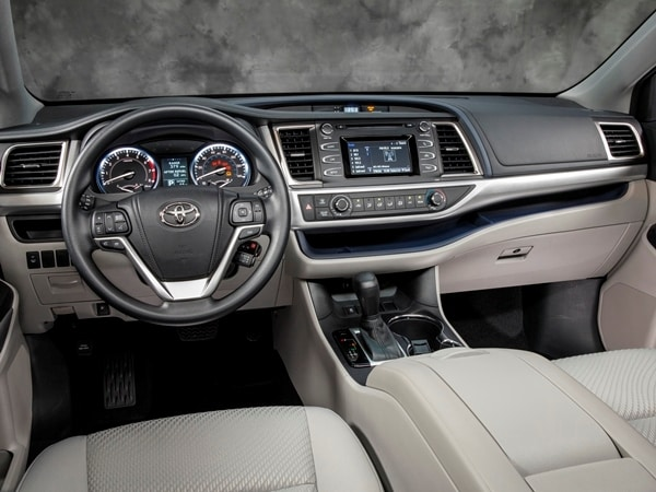2014 Toyota Highlander First Review: A solid competitor in a solid segment - Kelley Blue Book