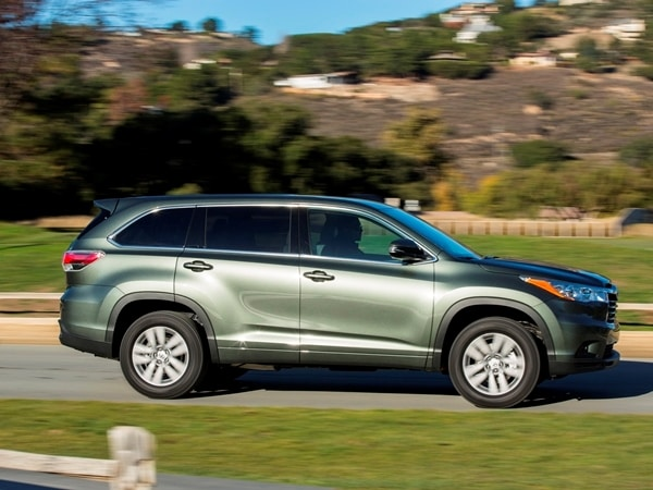 2014 Toyota Highlander First Review: A solid competitor in a solid segment 19