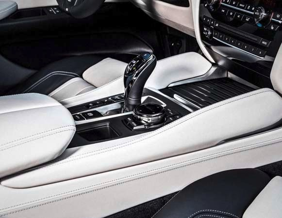 2015 BMW X6: New style, power and rear-drive 27