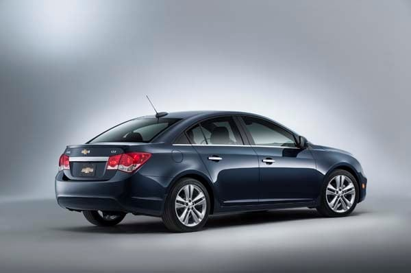 2015 Chevrolet Cruze: Facelift brings Siri Integration, OnStar 4G LTE 10