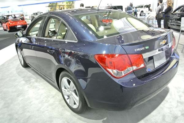 2015 Chevrolet Cruze: Facelift brings Siri Integration, OnStar 4G LTE 4