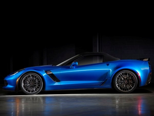 2015 Chevrolet Corvette Z06 Convertible:  New York Debut Boasts 625 Horsepower 19