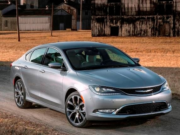 2015 chrysler 200s and 200c add new interior colors kelley blue book. Black Bedroom Furniture Sets. Home Design Ideas