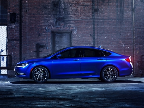 2015 Chrysler 200 revealed in Detroit 15