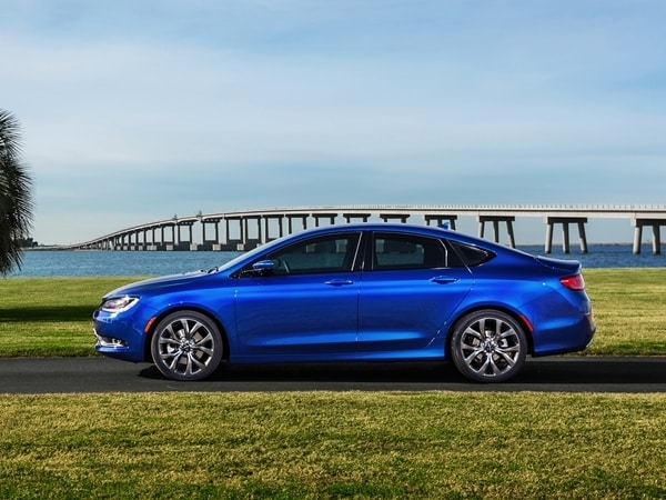 2015 Chrysler 200 revealed in Detroit 24