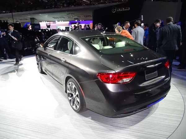 2015 Chrysler 200 revealed in Detroit 1