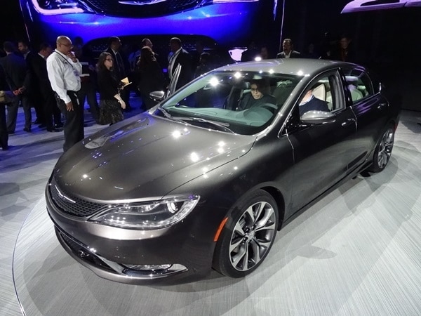 2015 Chrysler 200 revealed in Detroit