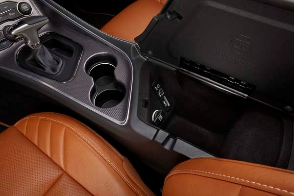 2015 Dodge Challenger SRT bows with a 6.2-liter V8 Hellcat engine, boasts 600+ horsepower 29