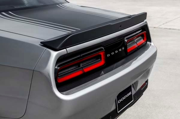 2015 Dodge Challenger: Retro Packaging, Current Technology 21