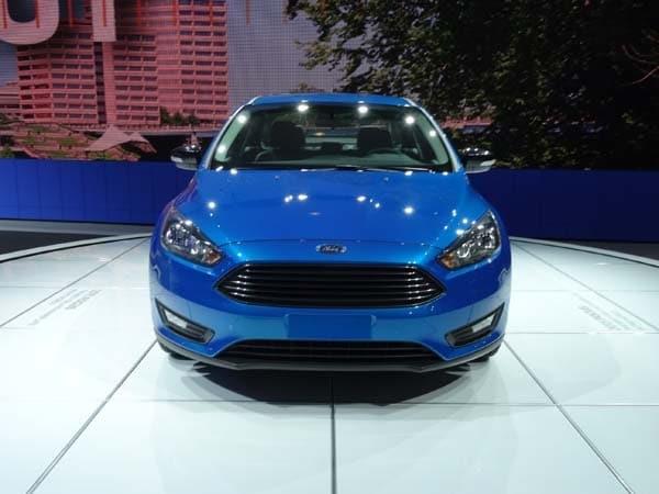 2015 Ford Focus Sedan Bows 1