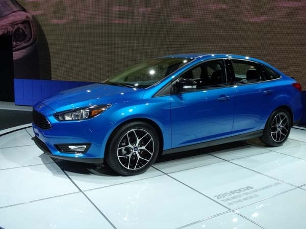 2015 ford focus sedan bows | kelley blue book