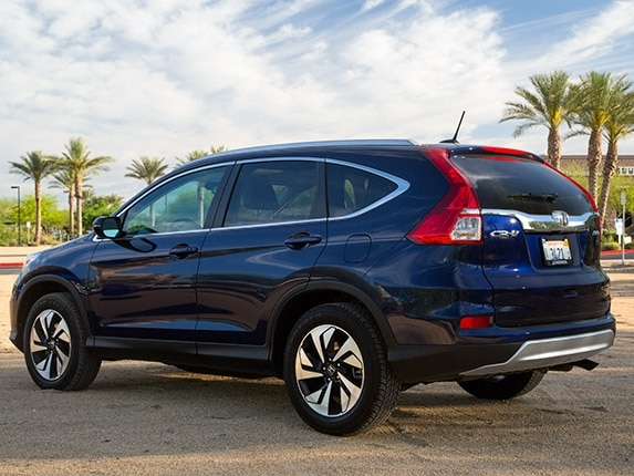 Compact suv comparison 2015 honda cr v kelley blue book for Is a honda crv a suv