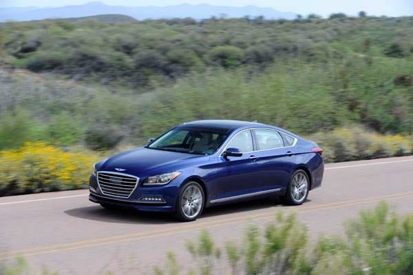 2015 Hyundai Genesis First Review: The Cool Lux Alternative 8