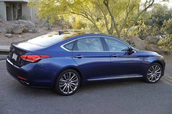 2015 Hyundai Genesis First Review: The Cool Lux Alternative 14