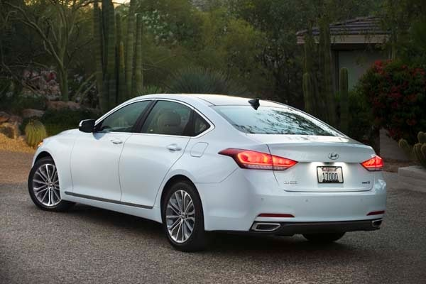 2015 Hyundai Genesis First Review: The Cool Lux Alternative 19