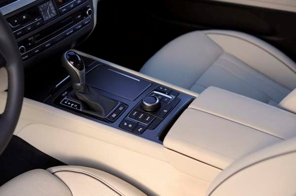2015 Hyundai Genesis First Review: The Cool Lux Alternative 47