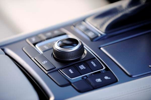 2015 Hyundai Genesis First Review: The Cool Lux Alternative 48
