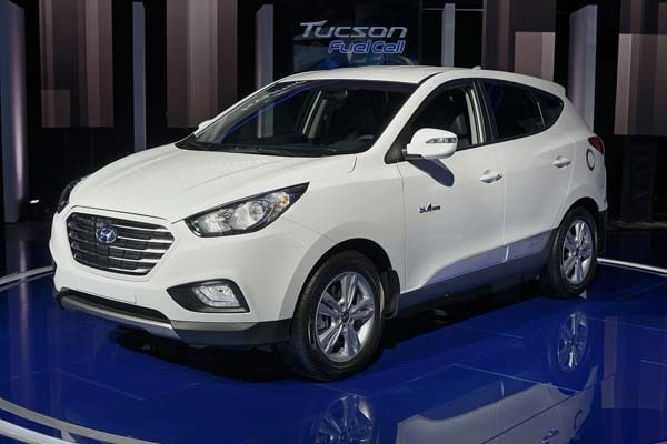 2015 Hyundai Tucson Fuel Cell enters the hydrogen highway