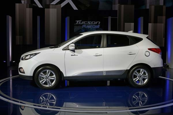 2015 Hyundai Tucson Fuel Cell enters the hydrogen highway 2