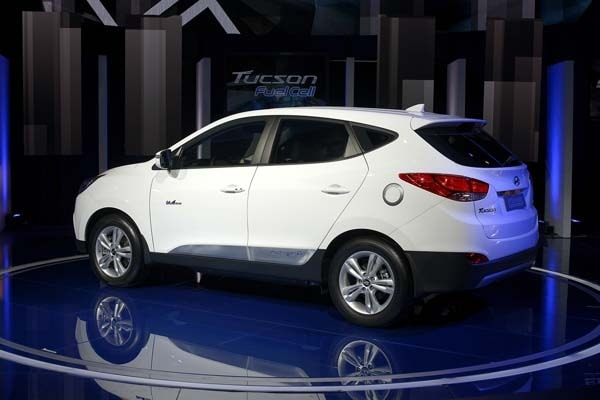 2015 Hyundai Tucson Fuel Cell enters the hydrogen highway 1