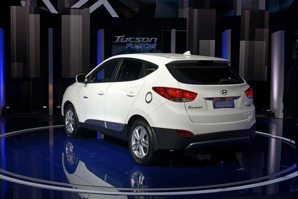 2015 Hyundai Tucson Fuel Cell enters the hydrogen highway 3