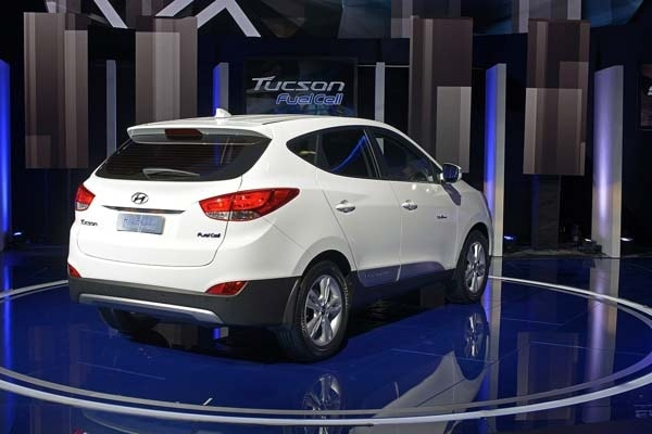 2015 Hyundai Tucson Fuel Cell enters the hydrogen highway 4