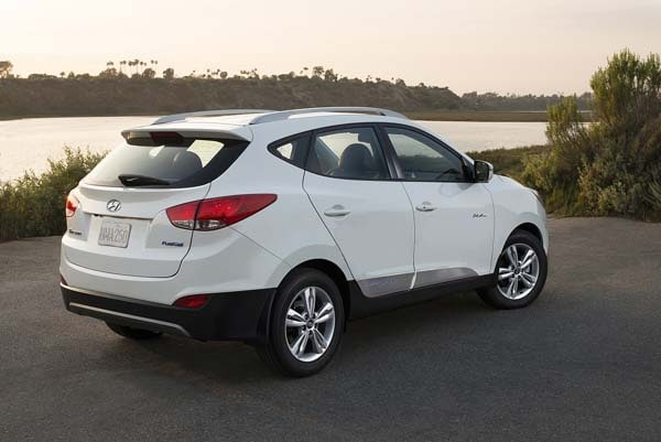 2015 Hyundai Tucson Fuel Cell enters the hydrogen highway 7