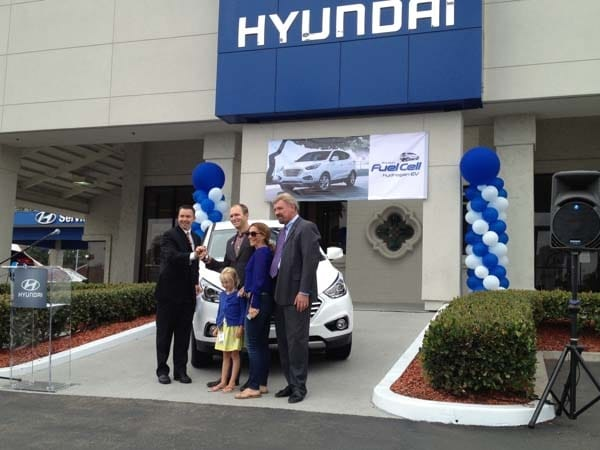 2015 Hyundai Tucson Fuel Cell enters the hydrogen highway 15