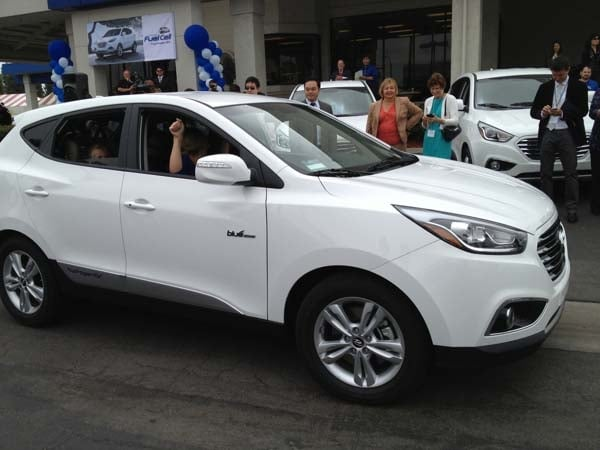 2015 Hyundai Tucson Fuel Cell enters the hydrogen highway 11