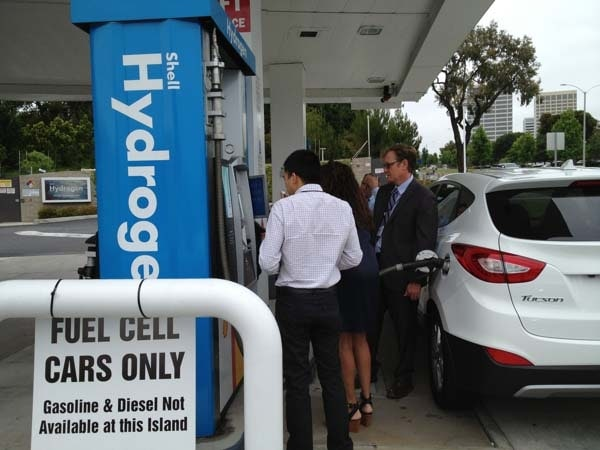 2015 Hyundai Tucson Fuel Cell enters the hydrogen highway 16