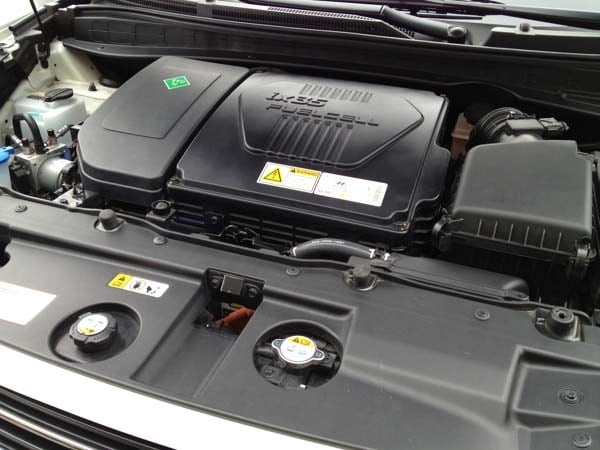 2015 Hyundai Tucson Fuel Cell enters the hydrogen highway 24