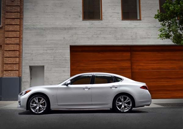 2015 Infiniti Q70 and Q70L First Review 12